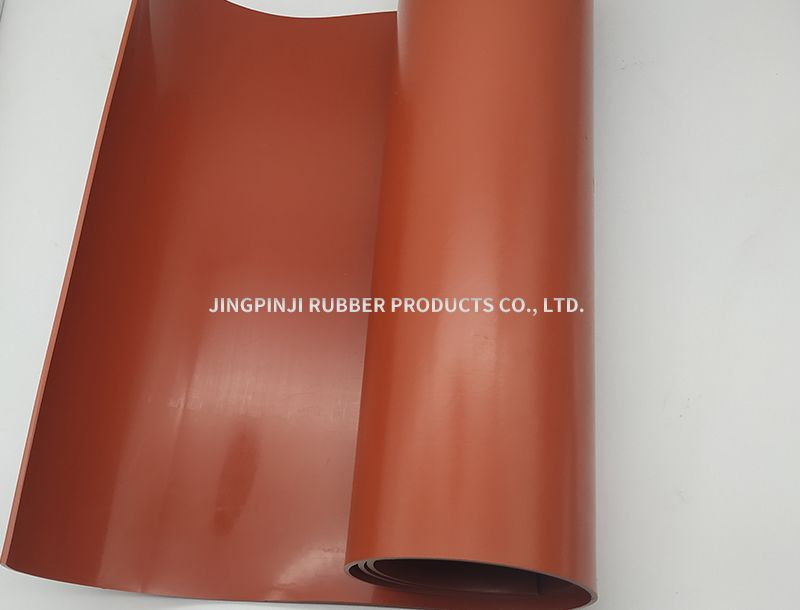 Red oil resistant rubber sheet