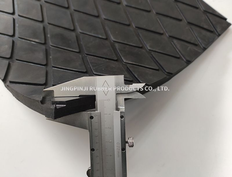 Roller coated rubber plate