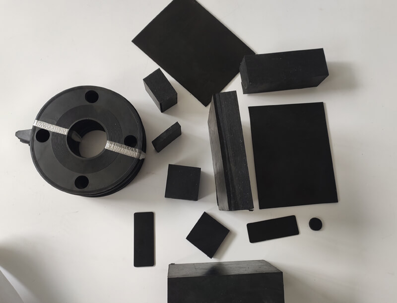 Rubber blocks manufacturers support customized production of lengthened, widened and thickened rubber sheets.